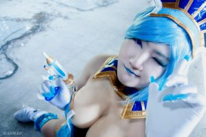 A little cold ( Blue Rose Cosplay ) by pink-fishy