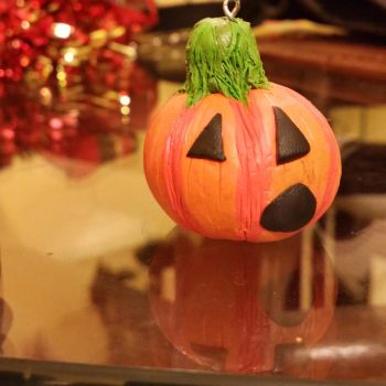 Punkin ornament Hallowistmas by everythinghasteeth
