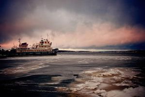 Lost in the ice by Eredel