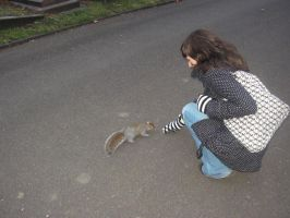 Vanessa and the squirrel by mimih