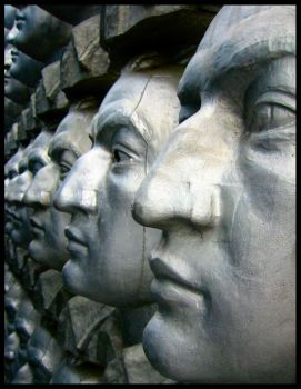 F10 - Heads In A Row by markus71