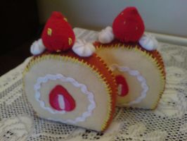 Felt: Strawberry Sponge Cake by jeni-c