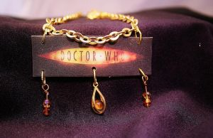 Doctor who Symbol Necklace by KouranKiyo