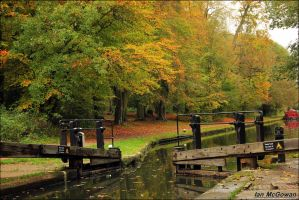 Autumn at Cassiobury Lock by 999999999a