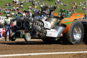 Tractor-Pulling by Pisci