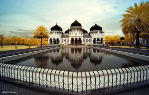 Baiturrahman Mosque by hirza