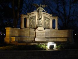Titanic memorial at night by avarenity