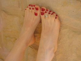 Growing more toes red by zephyrumi