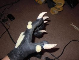 gloves for zombwolf II by MRmoonWolf