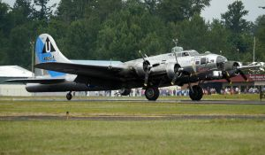Boeing B-17 Landing Skagit by shelbs2