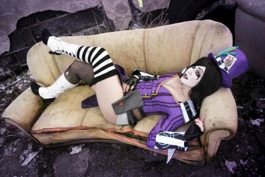 'You need somethin' sweetie?' - Mad Moxxi Cosplay by Mitternachto