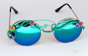Round lens reflective wire wrapped sunglasses by IanirasArtifacts