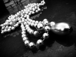 Pearls I by izzybizy