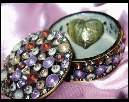 The Jeweled Gift by osagelady