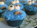 Cookie Monster Cupcakes by megan-yo