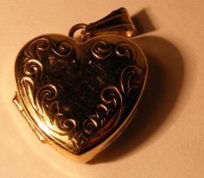 Jewelery - Gold Locket -Macro2 by Gracies-Stock