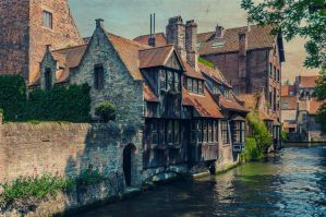 Diagonal in Bruges by floppyrom
