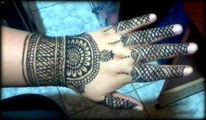 Hand mehndi design (a hard one) by Aniiron