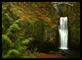 Lower Multnomah Falls by La-Vita-a-Bella