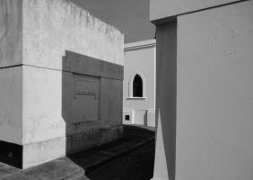 WHITE WALLS AND SHADOW by HORACIOL