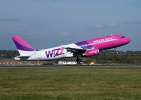 Wizzair HA-LPU by captainflynn
