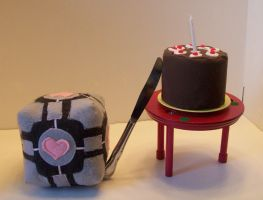 Companion Cube and Cake by turkiisandwich