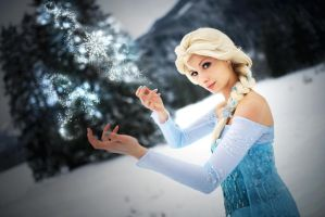 Some Ice magic by CosplaySymphony