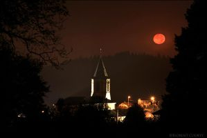 Red Moon by FlorentCourty