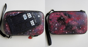 Nintendo 3ds case- The TARDIS by klassigkatt
