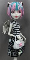 RO MH monster high repaint Rochelle by phairee004