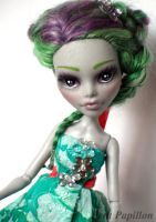 Custom Ghoulia Yelps doll by Nurlindae