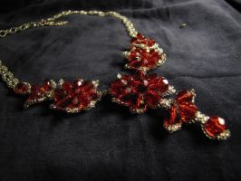 Red flower necklace by Yanagi-no-Yume