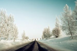Winter road by dSavin
