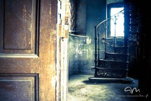 Abandoned Palace by annamikaphotography