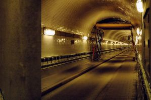 UNDERGROUND::: by gingado