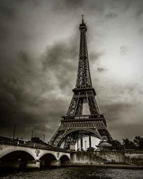 Eiffel Tower by MastrD