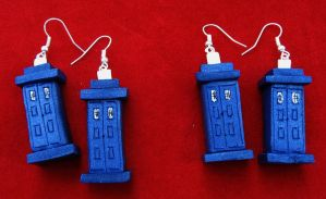 TARDIS earrings by StregattaPuponzi