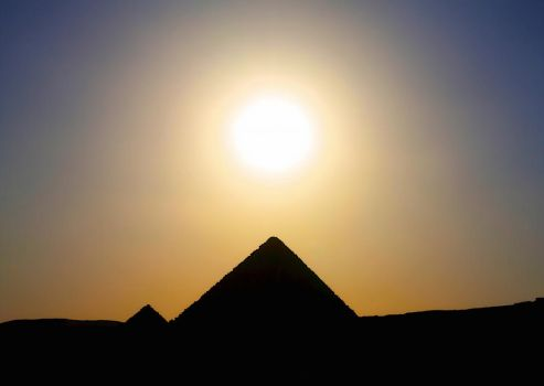 silhouette - pyramid and sun by 8moments