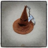 Harry Potter Sorting Hat Keyring by dragaodepapel