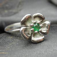 Emerald flower ring by nellyvansee