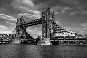 Tower Bridge by Tschisi