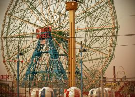 Wonder Wheel at Coney Island by aclay08