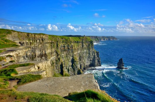 Cliffs of Moher by Aishlling