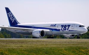 Boeing 787 ANA Taxi by shelbs2
