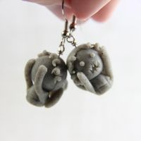 Weeping Angel earrings by TrenoNights