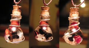 Magic Vial - Snow White Pendant (Variation) by Izile