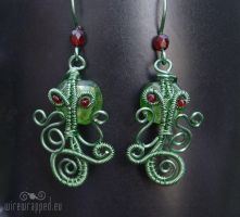 Cthulhu wire wrapped earrings by ukapala