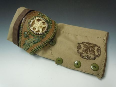 Costum Glove by CorvainGalleries