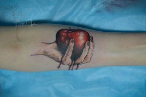 Red apple by ABYSS-TAT-2S