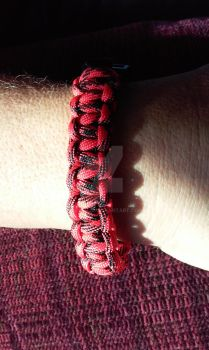 Red and Black Paracord Bracelet by nelehjr